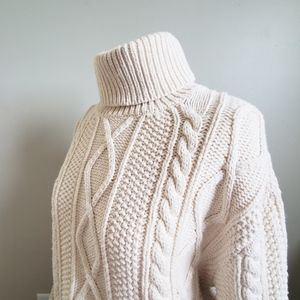 GAP CREAM CABLE KNIT TURTLE NECK SWEATER